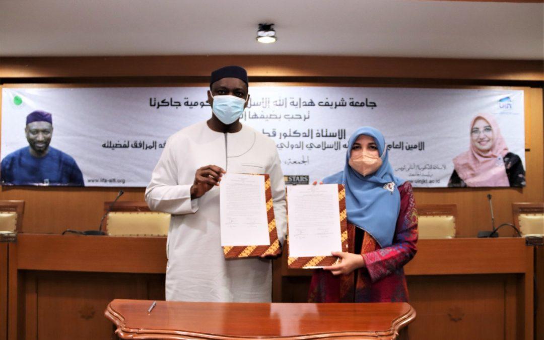 أجرى الأمين العام لمجمع الفقه الإسلامي الدولي زيارة ودية إلى الجامعة