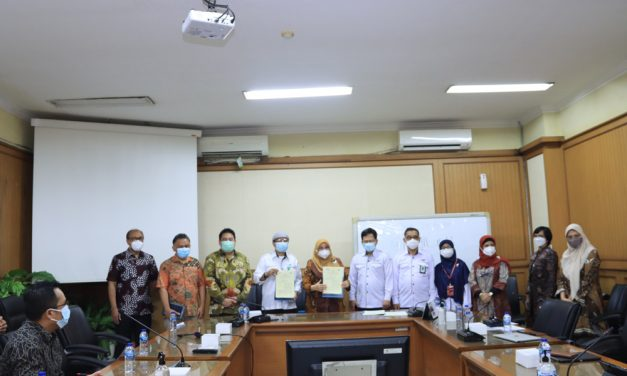 Improving services in the health sector, UIN Jakarta collaborates with Hajj Health Center and Equilab